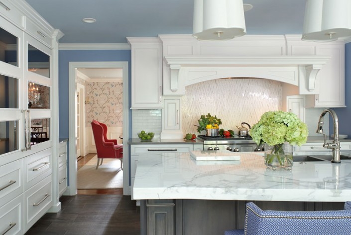 Transitional White Kitchen with Morning Mist Stain on Maple Island with Range Hood